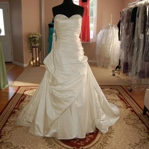 Kirstie Kelly Signature Wedding Dress